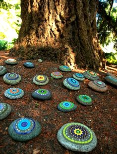 Dunn Gardens -Mosaic rock garden - Add interest and color in a place where plants don't grow Mosaic Rocks, Mosaic Art, Mosaic Glass, Mosaics, Garden Crafts, Garden Art, Garden Ideas, Sensory Garden, Garden Painting