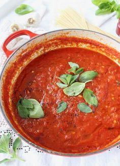 Italian Marinara Sauce Rustic Marinara Sauce with Basil, Garlic and Oregano next to spaghetti pasta.Rustic Marinara Sauce with Basil, Garlic and Oregano next to spaghetti pasta. Authentic Italian Marinara Sauce Recipe, Vegan Tomato Sauce Recipe, Best Marinara Sauce, Vegan Pasta Sauce, Pasta Sauce Recipes, Pasta Sauces, Vegetarian Recipes, Cooking Recipes, Healthy Recipes