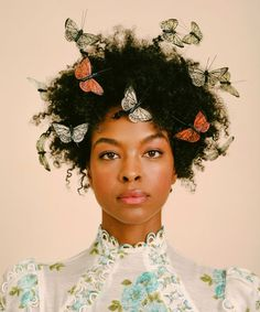 Butterflies and natural hair portrait photography This Hair Trend Got A Fly Makeover For Spring Sleep Hairstyles, 90s Hairstyles, Wedding Hairstyles, Weave Hairstyles, Simple Hairstyles, Beautiful Hairstyles, Quince Hairstyles, Drawing Hairstyles, Brown Hairstyles