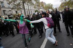 Fransa'da sokaklar savaş alanına döndü | yazarhep.com | Güncel Haberler, Son Dakika Haberleri - Sayfa 4