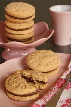 Házi csokoládés keksz - Kifőztük, online gasztromagazin Winter Food, Pavlova, Cookie Jars, Cookie Recipes, Bakery, Food And Drink, Sweets, Buffet, Snacks