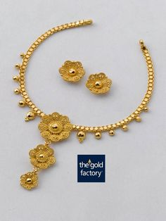 A playful twisted wire three-flowered necklace in hallmarked gold that is an… Gold Earrings Designs, Gold Jewellery Design, Silver Jewelry, Quartz Jewelry, Necklace Designs, Silver Rings, Jewelry Model, Gold Set, Gold Bangles