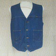 Gold Wing Association Wrangler Vest Gold Wing Association Wrangler Vest Great Pre-Loved Condition 100%Cotton Size:XXL Wrangler Jackets & Coats Vests