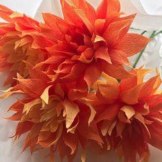 #crepepaperflowers #crepepaper #cartotecnicarossi #paperflowers #paperbouquet #paper #papercraft #handcrafted #handmadeflower #flowers #botanicalart #homedecoration #flowerart #visualdisplay #weddingflowers #brightflowers #orange