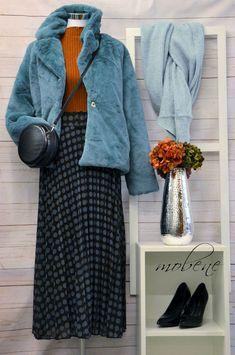 Lange Röcke im Retro-Stil sind im Herbst angesagt - absolut trendy Overall Jumpsuit, Retro Stil, Girls, Mom Jeans, Pants, Fashion, Sequin Shirt, Occasion Dresses, Two Piece Outfit