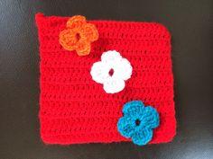 """64 - ingehaakte bloemen - patroon : bloemen haken op een granny square, staat op mijn bord """"haken: granny squares"""""""