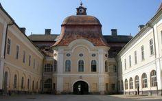 Tainele Castelului Teleki, supranumit cel mai frumos din Ardeal. Palatul care are câte o cameră pentru fiecare săptămână a anului şi atâtea ferestre câte zile are anul