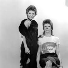 1973 - Lulu and David Bowie (photo by Kent Gavin). David Bowie Born, David Bowie Starman, Uk Singles Chart, Marc Bolan, Pretty Star, Rock Festivals, Ziggy Stardust, Music Icon, Musica