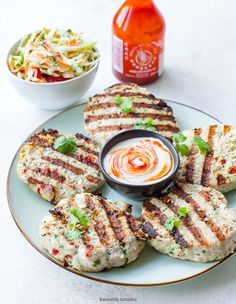 Tajskie burgery drobiowe Thai Chicken, Chili, Nom Nom, Sandwiches, Pizza, Drink, Meat, Cooking, Recipes