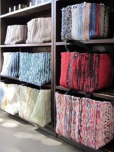 Räsymattokorit craft room design, korit, knitting for kids, diy clothes, ea Loom Weaving, Hand Weaving, Weaving Projects, Weaving Patterns, Deco Design, Woven Rug, Diy Projects To Try, Handmade Bags, Diy Clothes