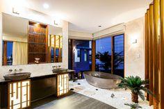 Design influencée par une déco « zen » pour une belle et spacieuse salle de bains