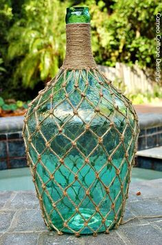 Diy Crafts Ideas : Cameo Cottage Designs: Knotted Jute Net Demijohns or Bottles DIY Tutorial - DIY Loop Wine Bottle Crafts, Jar Crafts, Bottle Art, Wine Bottles, Ocean Bottle, Plate Crafts, Plastic Bottles, Diy Projects To Try, Craft Projects