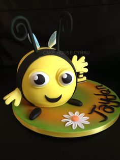 #Buzzbee Cake