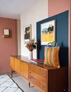Repaint a wall in cream, coral and peacock blue Home Interior Design, Interior Architecture, Interior Decorating, Hall Interior, Color Interior, Decoration Inspiration, Room Inspiration, Living Room Decor, Living Spaces