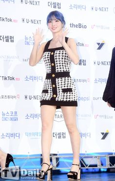 Nayeon, South Korean Girls, Korean Girl Groups, Momo Dress, Human Poses Reference, Hirai Momo, Dahyun, Velvet Fashion, Looks Chic