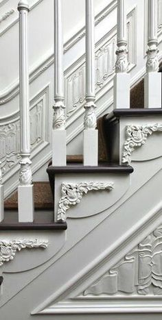 details like this is what separates boring new houses from old houses with character. if you have to have new, take time to add de casas design and decoration house design design Victorian Decor, Victorian Homes, Victorian Stairs, Baroque Decor, Victorian Porch, Modern Victorian, Escalier Design, Balustrades, Interior And Exterior