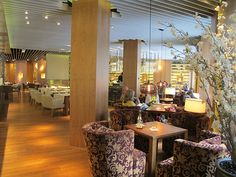 The lounge and bar area of Maison Boulud
