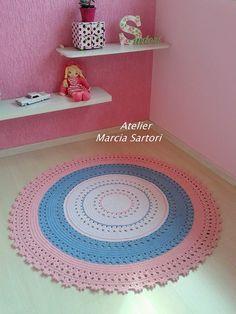 Mãezinhas carinhosas decoram o quarto de seus babys com tapetes de croche, feito a mão com muito carinho... <br>Pode escolher as cores que combinem com sua decoração.. <br>Medida de 1,20 de diametro..outras medidas consultar valor..