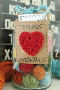 virkattu-sydan Valentine Day Cards, Diy And Crafts, Burlap, Reusable Tote Bags, Gift Wrapping, Knitting, Crochet, Gifts, Gift Ideas