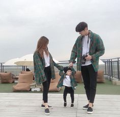 """Comment """"kid"""" in your language 🥰 Ulzzang Kids, Ulzzang Korea, Ulzzang Couple, Cute Asian Babies, Korean Babies, Matching Couple Outfits, Matching Couples, Paar Style, Couple With Baby"""