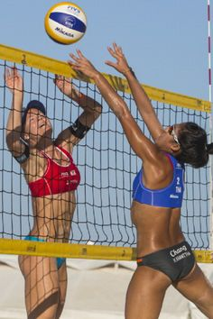 Jane Kongshavn of Norway, left, fights for the ball with Khanittha Hongpak of Thailand during a qualification match of the 2014 FIVB Beach Volleyball World Tour, 10.05.14 in Puerto Vallarta, Mexico.