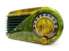 1940's Farnsworth Art Deco bakelite radio.:
