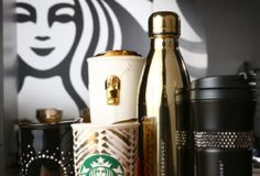 My favourite starbucks drink collection ♡… Copo Starbucks, Starbucks Tumbler, Starbucks Drinks, Starbucks Coffee, Iced Coffee, Coffee Drinks, Coffee Mugs, Starbucks Gold, Starbucks Bottles