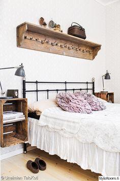 makuuhuone,tee itse,yöpöytä,puulattia,puulaatikko
