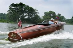 A classic Chris Craft .enjoyed to the absolute fullest. Man Cave here I… Riva Boat, Wooden Speed Boats, Chris Craft Boats, Runabout Boat, Classic Wooden Boats, Classic Yachts, Cabin Cruiser, Wooden Boat Building, Vintage Boats