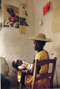 -Online Browsing-: Odyssey: The Art of Photography at National Geographic (part Haiti 1987 We Are The World, People Of The World, Fotojournalismus, Mother And Child, Mother Art, Mothers Love, Photojournalism, Black Is Beautiful, Beautiful Family