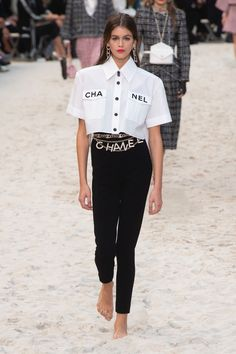 Chanel Spring 2019 Ready-to-Wear-Modenschau , Chanel Spring 2019 Ready-to-Wear Fashion Show Chanel Spring 2019 Konfektionskollektion - Vogue. Moda Outfits, Komplette Outfits, Spring Outfits, Fashion Outfits, Fashion Tips, Fashion Trends, Fashion Clothes, Stylish Outfits, Chanel Fashion Show
