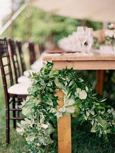 #rustic, #garland, #green #diner #lente #idee #decoratie #bruiloft #trouwen #huwelijk #inspiratie #spring #wedding #decoration #idea #inspiration   Photography: When He Found Her   ThePerfectWedding.nl
