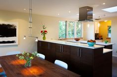 Sleek, modern kitchen design. From Robin Chell Designs, discovered on search.porch.com