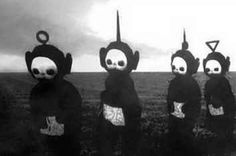 Les teletubbies en noir et blanc sont flippants. Creepy Images, Creepy Pictures, Creepy Art, Funny Pictures, Dark Pictures, Black And White Teletubbies, White Aesthetic, Aesthetic Grunge, Images Terrifiantes