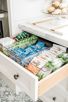 Kitchen Cabinet Organization, Kitchen Drawers, Home Organization, Organizing Ideas, Bathroom Drawers, Pantry Storage, Kitchen Storage, Pantry Shelving, Kitchen Cabinets