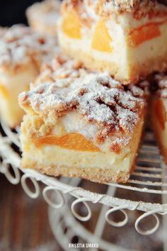 Polish Peach & Meringue Cheesecake Bars (translate)-my mom makes it the best! Polish Desserts, Brownie Desserts, Oreo Dessert, Polish Recipes, Mini Desserts, Dessert Bars, Just Desserts, Delicious Desserts, Yummy Food