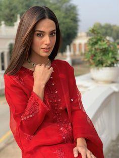 Aisy na mjy tm dekho😉♥️😍😍 Indian Fashion Dresses, Dress Indian Style, Muslim Fashion, Fashion Outfits, Ethnic Outfits, Fashion Hub, Indian Wear, Pakistani Models, Pakistani Designers