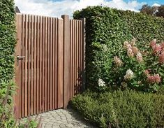 Bear Wood is dé houthandel voor hout en bouwmateriaal House Gate Design, House Front Design, Gate House, Fence Design, Garden Design, Side Gates, Front Gates, Front Fence, Landscaping Around Pool