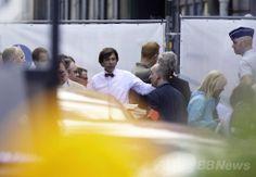 ベルギーの首都ブリュッセル(Brussels)市内のユダヤ博物館(Jewish Museum)での発砲事件を受け、現場に到着したエリオ・ディルポ(Elio Di Rupo)首相(2014年5月24日撮影)。(c)AFP/BELGA/NICOLAS MAETERLINCK ▼25May2014AFP ブリュッセルのユダヤ博物館で発砲、3人死亡 http://www.afpbb.com/articles/-/3015830 #Brussels #Brussel #Bruxelles #Elio_Di_Rupo