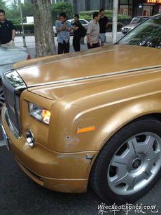 Rolls-Royce Phantom crashed in Nanjing, China