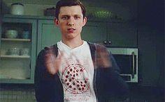 #wattpad #fanfic Peter Parker (spider-man) sólo iba por café para poder verla y estar sercas de ella.