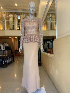 ชุดแม่เจ้าสาว ชุดไปงาน ชุดผู้ใหญ่ แบบต่างๆ Kebaya Hijab, Kebaya Dress, Prom Dresses Long Pink, Simple Bridesmaid Dresses, Traditional Fashion, Traditional Dresses, Kebaya Modern Dress, Dress Brukat, Filipiniana Dress
