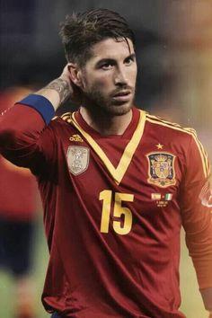 Sergio Ramos Espagna Madrid Football, Football Is Life, Soccer Boys, Football Soccer, Soccer Fifa, College Football, Ramos Real Madrid, Cristiano Jr, Real Madrid Players