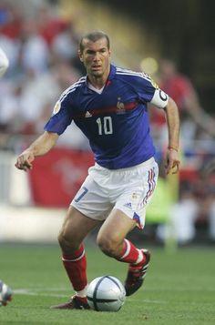 Sport Body, Sport Man, Football Soccer, Football Players, Uefa European Championship, Association Football, Zinedine Zidane, Soccer World, Best Player