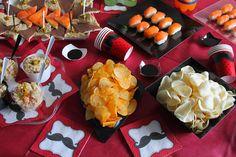 La Tavola Allegra: Un Buffet coi Baffi per il mio Compleanno! contenitori, piatti e monoporzioni di  #POLOPLAST