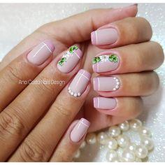 As unhas decoradas são grandes tendências da moda, já que, sempre surgem novos modelos para agradar mulheres de todas as idades e estilos, sendo que entre as mais adoradas estão as francesinhas. As unhas francesinhas são indicadas para ocasiões mais formais, pois, são elegantes e realçam a beleza das mãos femininas Unha francesinha – passo… Flower Nail Designs, Nail Art Designs, Mani Pedi, Manicure And Pedicure, Lavender Nails, Finger, Stylish Nails, Creative Nails, Short Nails