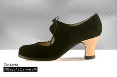 Zapato profesional de flamenco Begoña Cervera Modelo Cordonera ante negro Flamenco Shoes, Dance Shoes, Dance Wear, Peep Toe, Korea, Heels, How To Wear, Skating, Closet