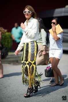 Anna dello Russo's skirt is mind-blowing!  Ti vedi bella Anna!