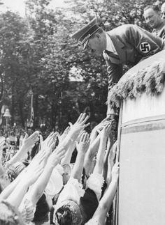 Der Führer Adolf Hitler ....und BDM ...