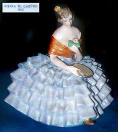 Porcelana Brasil: boneca bibelô - Vieira de Castro oneca bibelô Porcelana Vieira de Castro Rio de Janeiro - RJ 14 (altura) cm porcelana decoração com pintura à mão livre circa déc. 1950